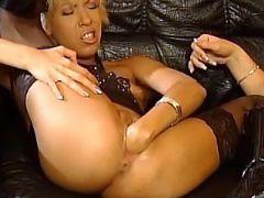 Ethnic lesbian gets deep fisting